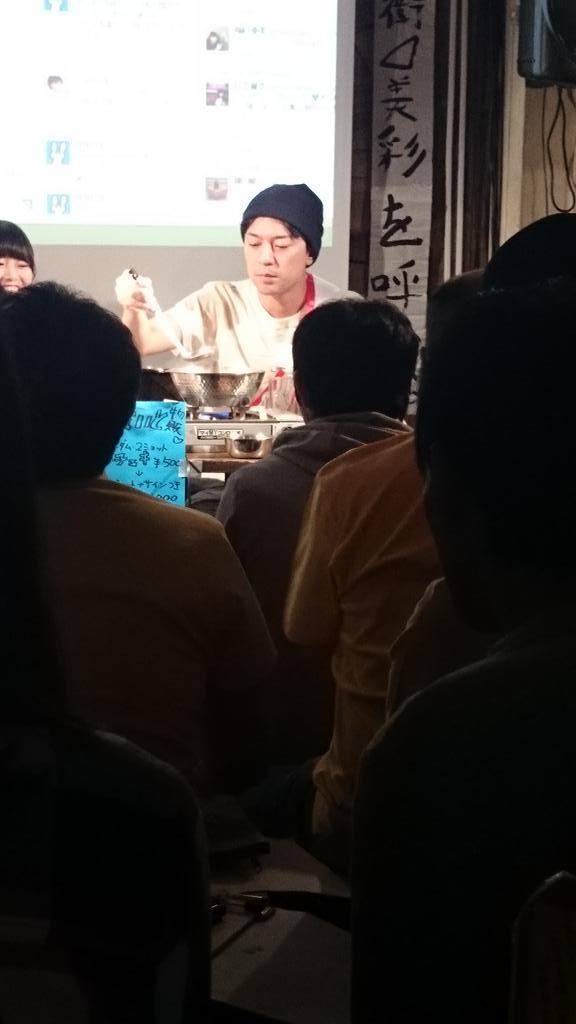 アイドルのイベントで灰汁を取る岸田メル http://t.co/Gp0FrVH4PZ
