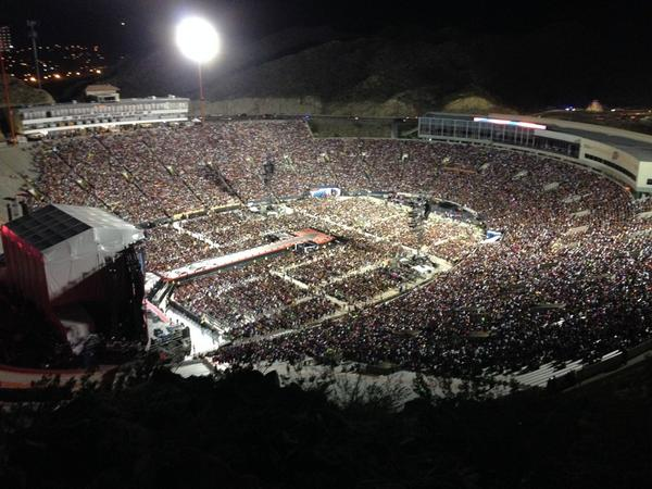 Check out the crowd at tonight's @onedirection concert at the Sun Bowl! #1D #elpaso http://t.co/Cc9mrdXQpT