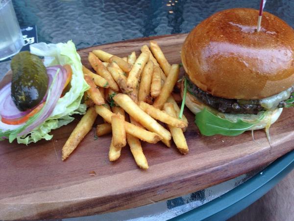 Porterhouse burger at McSorleys. One of the best in HK http://t.co/MyrUOhH8VL