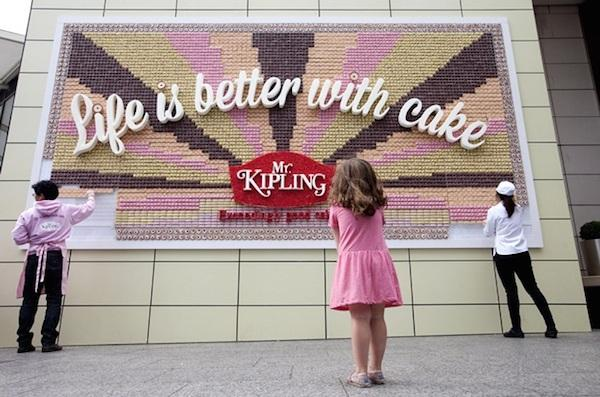 A giant billboard made of cake - take a look here: http://t.co/3hJuXIHzm5 #advertising http://t.co/WEbsfRVkmd