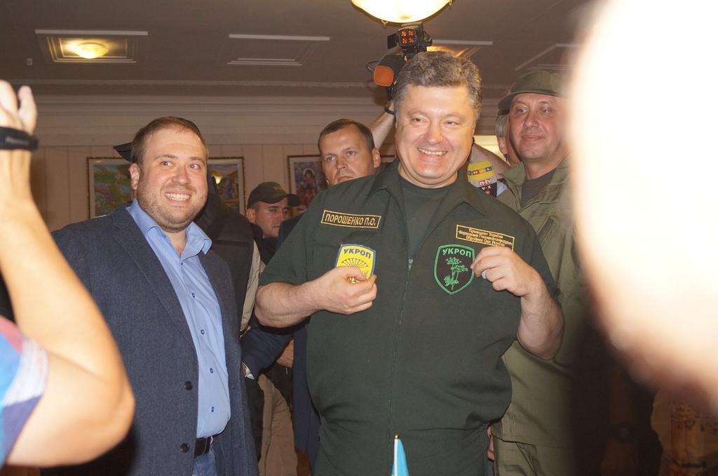 """""""Нашу землю мы никому не отдадим"""": Порошенко прибыл в Мариуполь с рабочим визитом - Цензор.НЕТ 4563"""