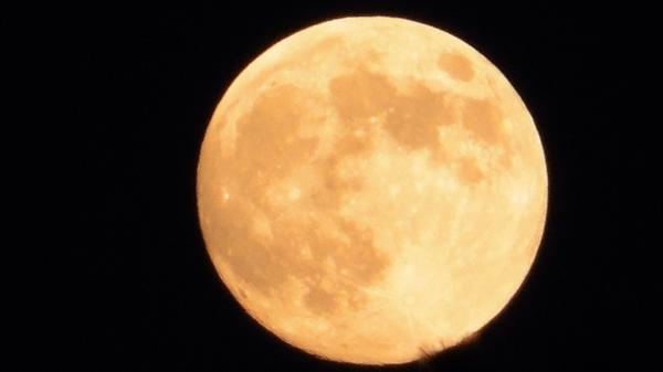 08 Sept. 18:54 中秋の名月。 Harvest moon ( Evening Now at Hakata bay in Japan) http://t.co/5VT2ZNnWgb