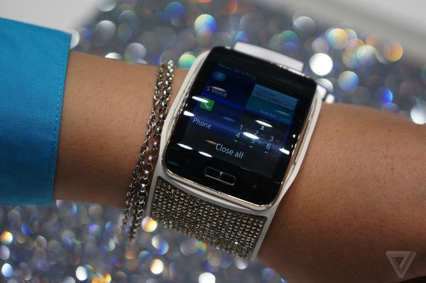 Samsung and Swarovski: partners in crime against good taste. http://t.co/aioKGNvDjV http://t.co/Phdf2MzqPM
