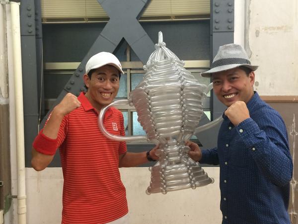 錦織圭選手の優勝を祈願して全米オープンのトロフィーをバルーンで作らせてもらいました。 錦織選手!!応援してますぜ!! http://t.co/CYiqVDSau3