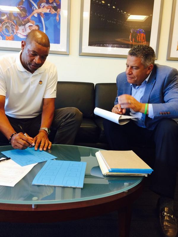 Talking hoops with one of the greatest minds in our game! Thanks for sharing Doc! @LAClippers http://t.co/tqYM7mN5WP