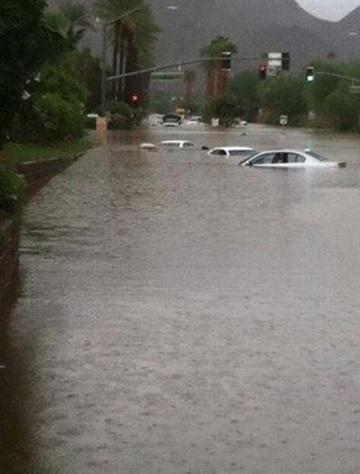 Check out some great photos that capture the power of this morning's flash flooding in the CV http://t.co/FjozOiWQ2x http://t.co/CmsmVdtLKB