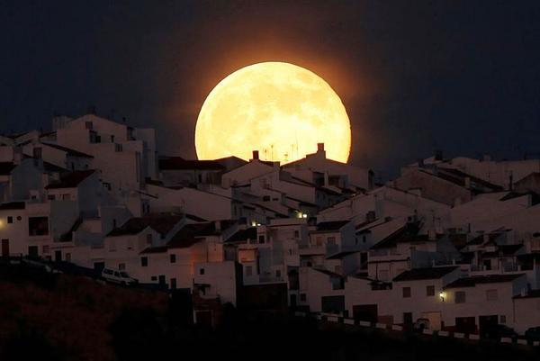 #ENTÉRATE: Mañana se observará la tercera y última superluna del año: http://t.co/IrUZIFOTHE Foto: Archivo http://t.co/KuEwdpwCEO