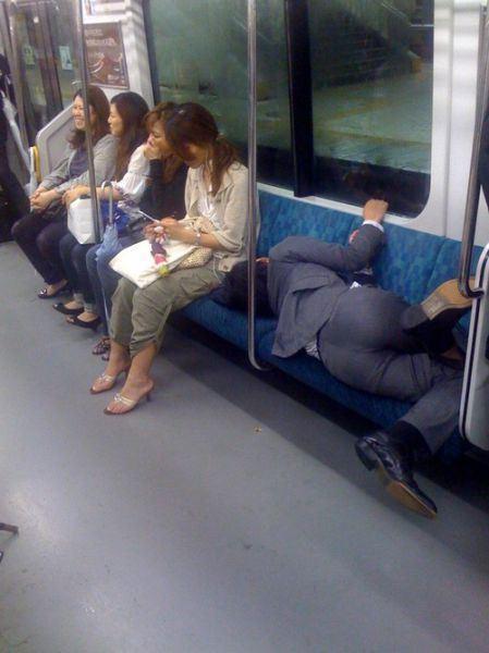 Yang penasaran sama gaya jepang kl lagi hangover gimana.... Boleh dintip gan!!!!