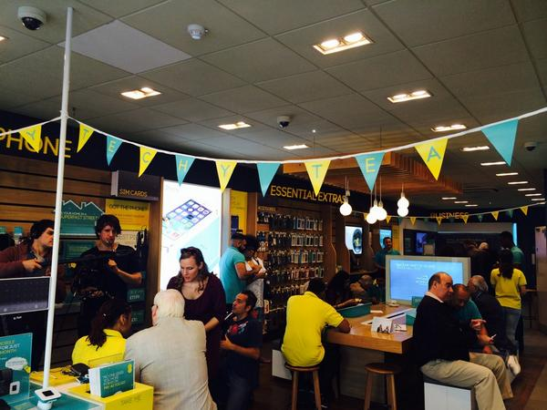 Tea, cakes and bunting! #TechyTeaParty @EE http://t.co/jaTjZjNGDW