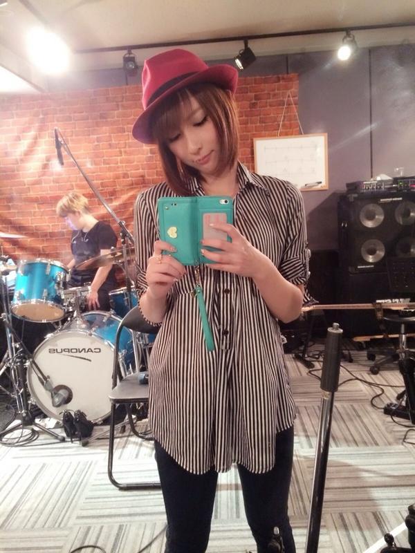 井 エイル twitter 藍