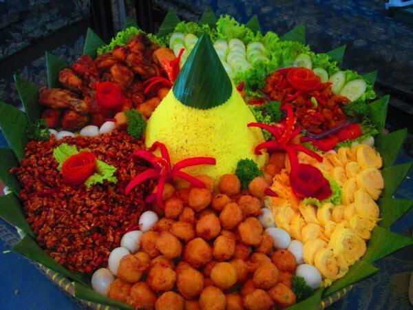 Kue Budjoko Twitterissa Selamat Ulang Tahun Pak Sbyudhoyono Tumpeng Nasi Kuning Utk Bapak Presiden Kita Semoga Tetap Sehat Ya Pak Http T Co Rvth6aaket