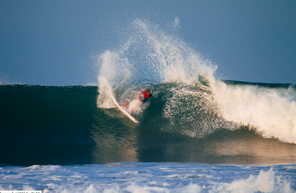 Defending #HurleyPro champ Taj Burrow during the freesurfs yesterday: http://t.co/EYbUFYI408 http://t.co/FXCp8MfHO9