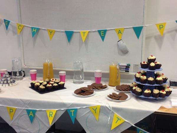 All set for the @ee #TechyTeaParty with @nickturner1883 in Bristol. Looking good. http://t.co/YAXpxGWltp