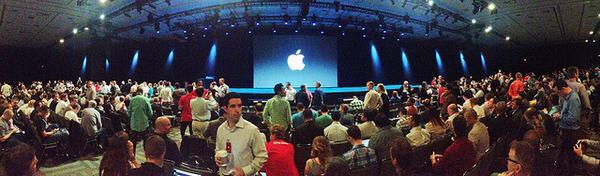 ブログ更新! Appleスペシャルイベント、中継&実況解説サイトまとめ(10日2時~) http://t.co/xKiEe5pPFb http://t.co/nSOiGs8NU6