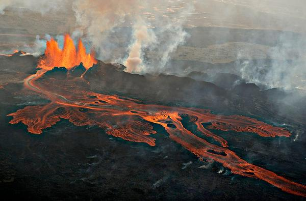 Three amazing #photos of #Holuhraun #eruption from Haukur at http://t.co/Xs6asFHM3X #Bardarbunga #ashtag http://t.co/CAvF4gKqLS