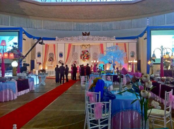 Frm organizer malang on twitter wedding decoration dekorasi frm organizer malang on twitter wedding decoration dekorasi pelaminan ipda dhedisik nimas anisa s umm dome malang httpth9al27veql junglespirit Images