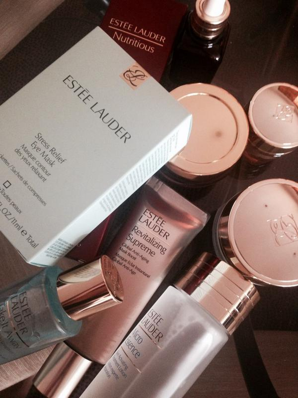 3 countries, 1 week. No dehydro plane face thanks to these @EsteeLauderUK friends. ❤️