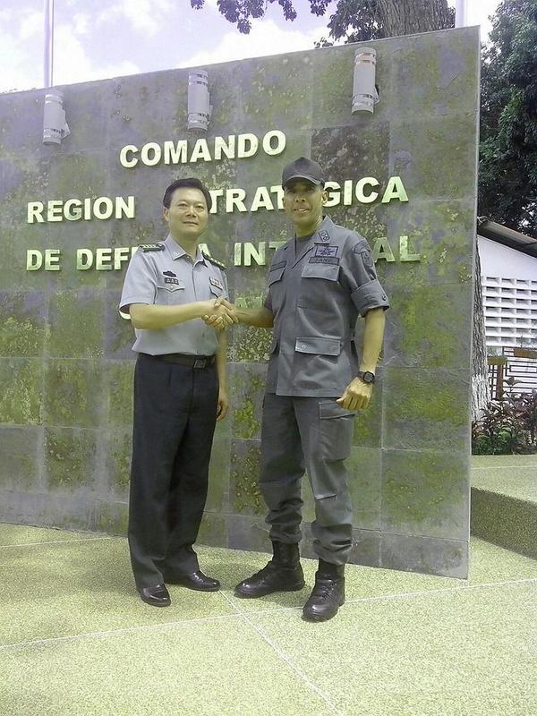 Visita del Agregado Militar de la República Popular China, Cnel. Superior Wang Shanqun, a la REDI Central. http://t.co/KtWkt3mUCW