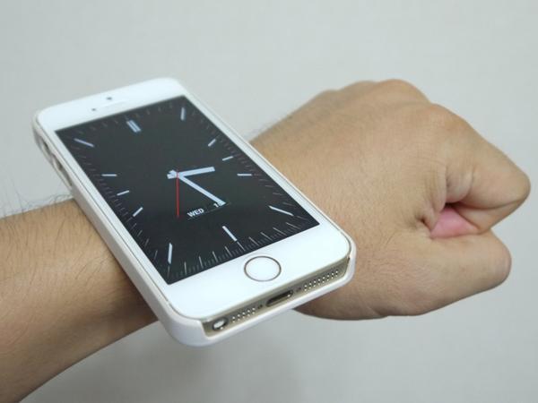 Apple Watch装着してみた。ちょっと重いですね pic.twitter.com/cT1F9ib0n4