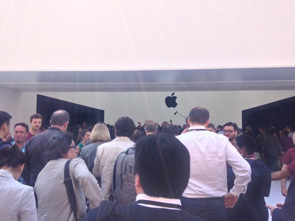 That mysterious white box has been revealed! It's a product showcase. #AppleLive http://t.co/R7ovuVQmZL