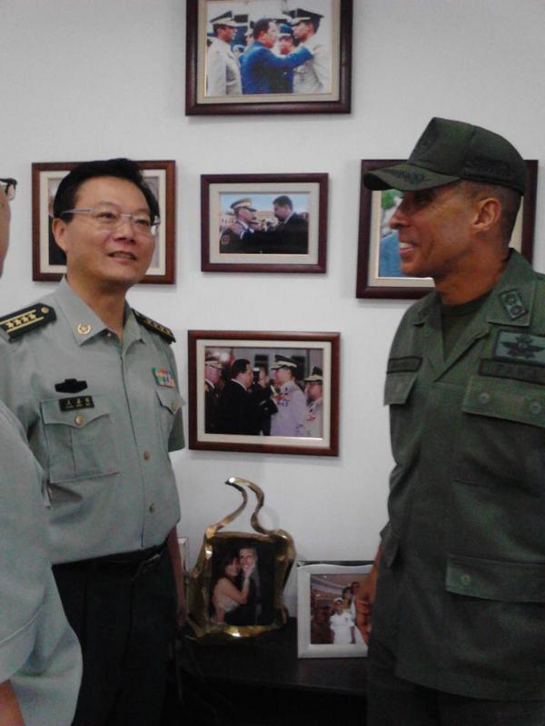 Recorrido con el Agregado Militar de Defensa de la República Popular China, Cnel.  Wang Shanqun, en la REDI Central. http://t.co/xEvv3FmvnU