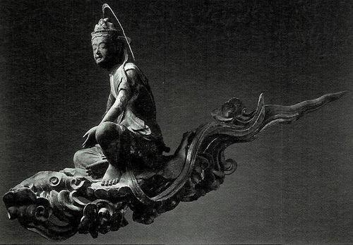 【京都・平等院/雲中供養菩薩像(1053年)】鳳凰堂中堂母屋内側の壁上に架けられた、52体の菩薩像。仏師定朝と工房仏師100名以上により造立。鳳凰堂は現世で栄華を極めた藤原氏が来世での幸福を願い建築した阿弥陀堂である。