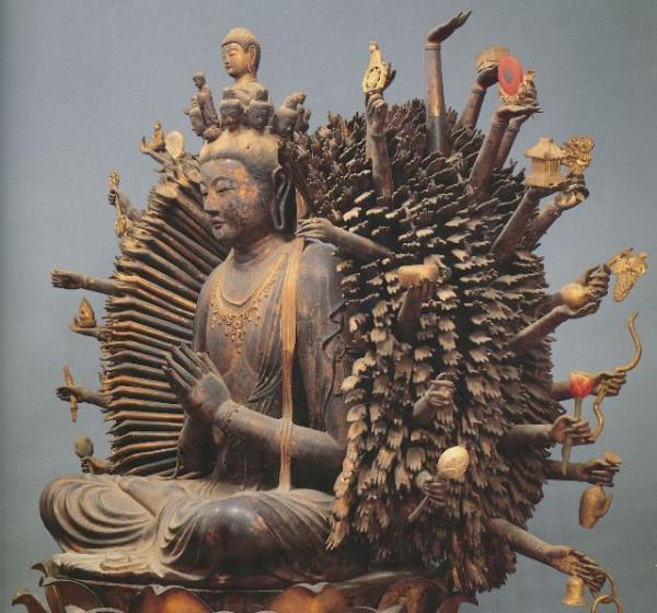 【大阪・葛井寺/千手観音坐像(天平)】葛井寺の本尊。毎月18日しか公開されていない秘仏。像高は144.2cm、現存する千手観音像の中では最古のものの1つ。手の数は1039本にも及ぶ。