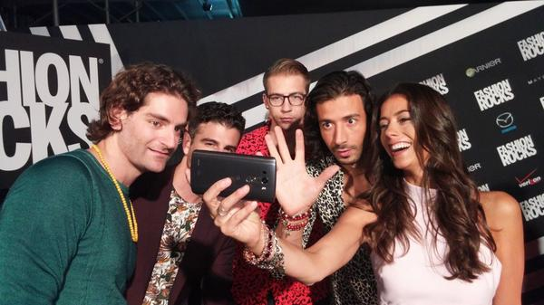 Red carpet selfies with @ournameisMAGIC tonight. These guys were awesome ✋