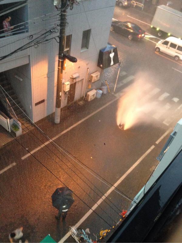 まうちょいわかりやすい噴水マンホール画像を。 #akiba pic.twitter.com/ockthmglfP
