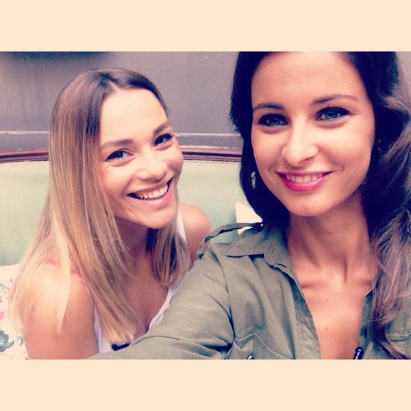 Très bientôt, on va fouiller ds le sac de @joyestheroff sur @TeleLoisirs #selfie #sac #girl cc @NosChersVoisins http://t.co/7MMOmhHCSh