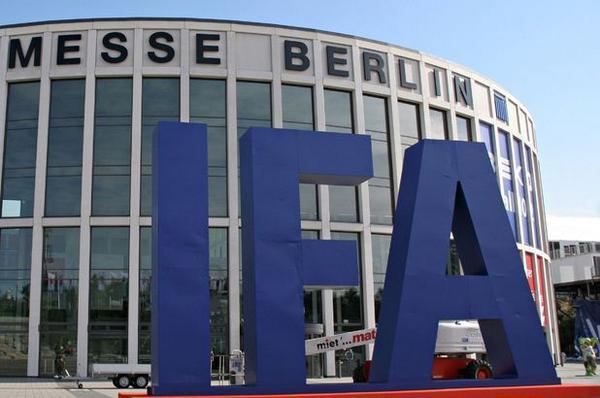 #IFA2014 a #Berlino la rivoluzione inizia dal #tablet e dallo #smartphone. News sull'evento http://t.co/ISxSawi4yA http://t.co/0mOB3rgidM