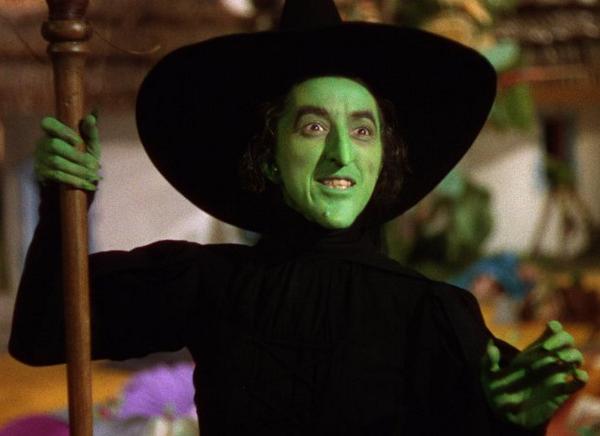 EEK kids! #TheWickedWitchoftheWest #MargaretHamilton was a kindergarten teacher before being an actress! #WizardOfOz http://t.co/PapuJMO0nF