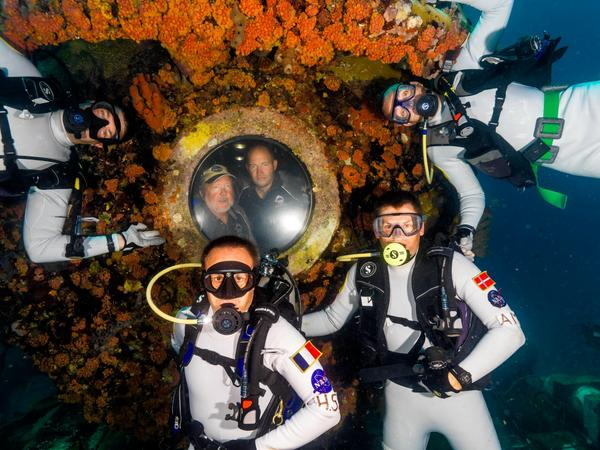Countdown to G+ w/Aquanauts @ReefBase Send Qs: #NEEMO19 Join the hangout! http://t.co/SvFsIdotzb @esa @csa_asc @NASA http://t.co/QdM9GP1PWK