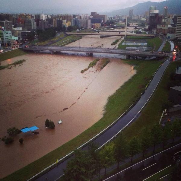 今の豊平川やばい pic.twitter.com/dvUzLSTTES