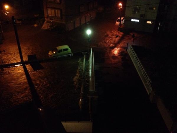 これ月寒川のどこ?? RT @Y_michito: やばい月寒川溢れてる!! http://t.co/JgX8coakpG