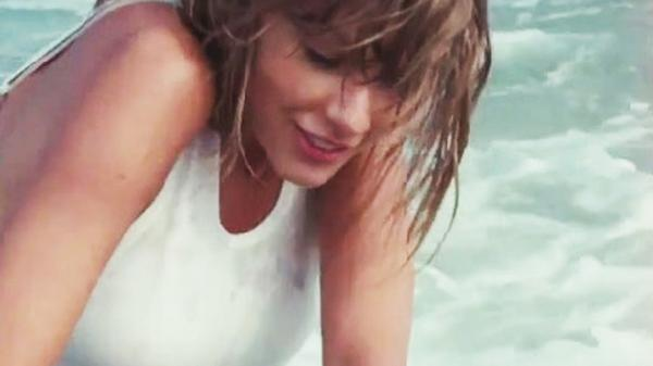 Taylor Swift dons wet T-shirt, goes after Katy Perry | http://t.co/NnXu4oaxmR http://t.co/Cm1rBvFKU8
