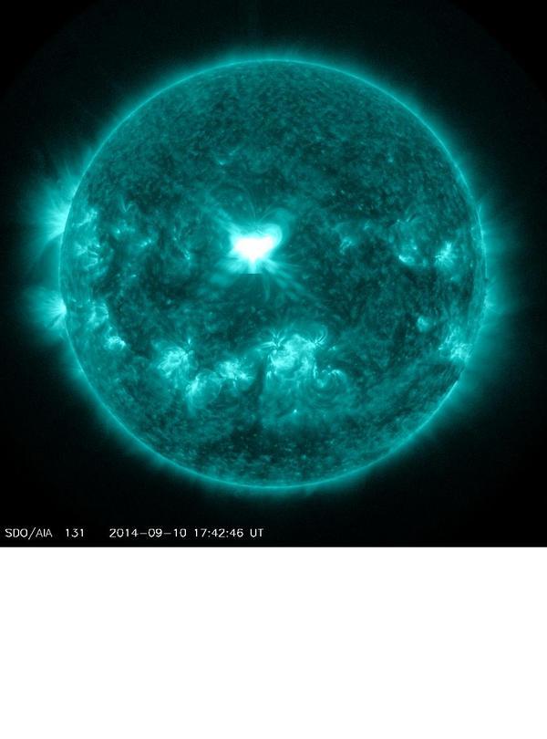 ◆X1.6フレア発生9/11 2時頃 地球から真正面の位置AR2158でX1.6の超強力なフレアが発生しました!最短なら2日以内に磁気嵐が地球到達します。NASAシミュレーションを待ちましょう pic.twitter.com/vB7NqMaAG0