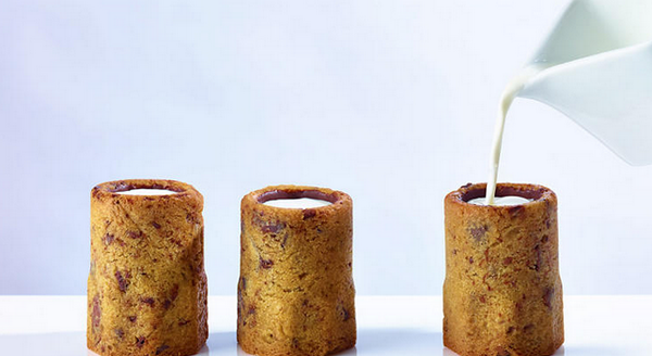 Chocolate chip cookie shots filled with ice-cold milk. Um. We want to go to there: http://t.co/i8BOymoljq http://t.co/wi4kLycGfy