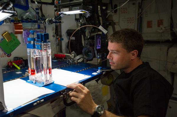To learn more about capillary flow in space, watch this video: http://t.co/4e9ESbSccC http://t.co/HK6gzvchy3