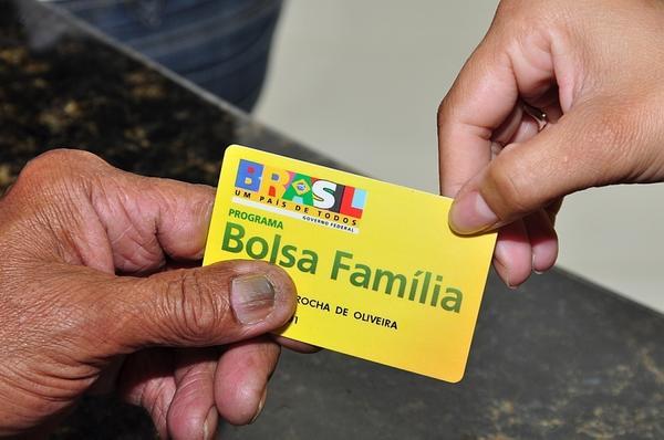 Associação propõe suspender voto de quem recebe Bolsa Família
