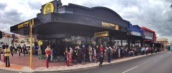 It ain't even lunchtime, and here's the queue for free burritos in Mt Lawley. Yeah it's marketing. But it works! http://t.co/Ozar2doK2A