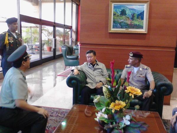 Recibiendo en el aeropuerto de Maiquetía a la delegación de la República Popular de China. M/G Du Hengyan http://t.co/6Y03PhevKK