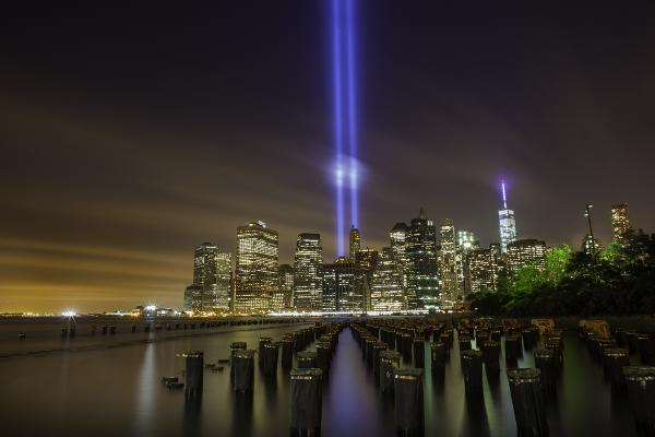 The September 11th #TributeInLight taken last night from Brooklyn Bridge Park http://t.co/J7jOMKLs0Z #NYC http://t.co/EWp1XyVthl