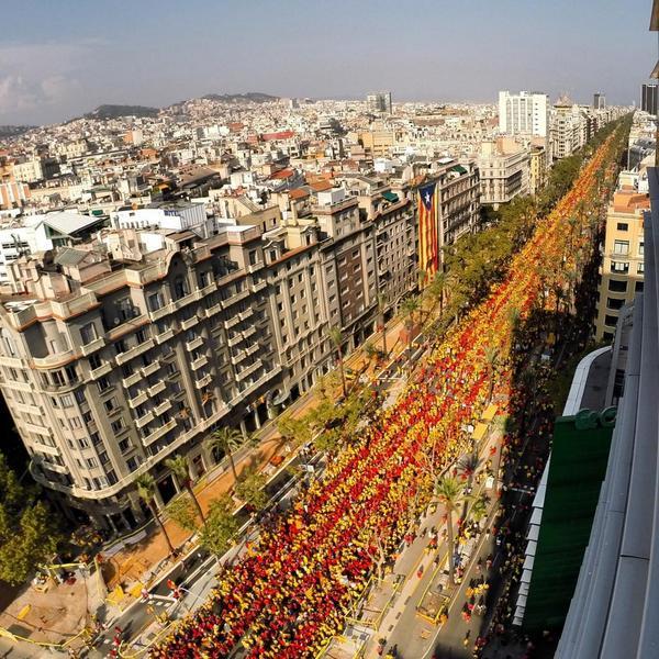 Cuando el unionismo español se enfrenta a una marea humana como la de Barcelona, solo le queda amenazar #Diada2014 http://t.co/0nHVBqWXc9