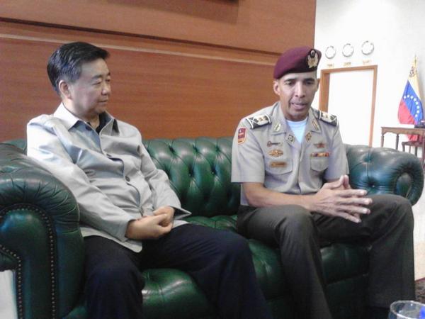 Visita amistosa del Comité Central Militar de China, en una presentación previa, con el M/G Du Hengyan. http://t.co/Dc7Y3E5oX6
