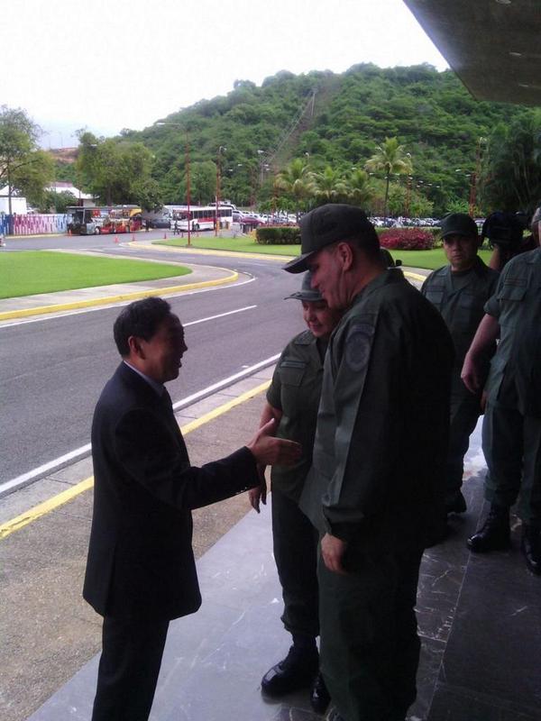 Embajador de la República Popular China en Venezuela visita sede del Ministerio del Poder Popular para la Defensa http://t.co/v3bFS7o9gJ