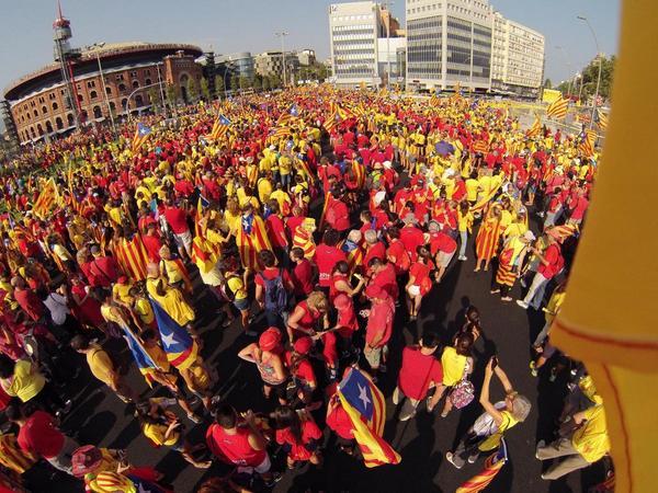 #tram43 17.00 i la #ViaCatalana2014 és #OnFire! #FemVia #11s2014 #VolemVotar!!! http://t.co/rRP7R1DEdV