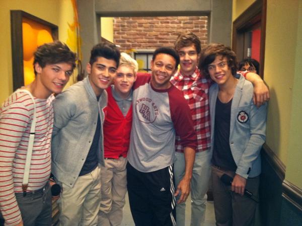 THROWBACK THURS! Here I am with @onedirection Seeing them again TOMORROW (FRI) @the Rose Bowl, Pasadena, CA! http://t.co/eL65DD2Nbc