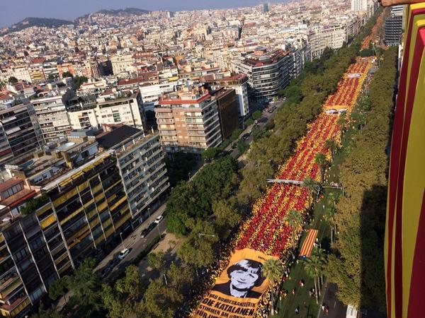 [FOTO] Avui ja hem començat a guanyar el 9N amb la mobilització més massiva de la història d'Europa! #UnitsPel9N http://t.co/neV4Oj7yAd