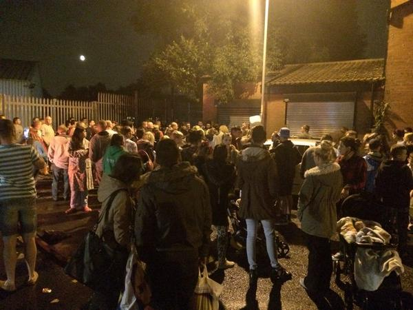 Hundreds of people outside Manchester Dogs Home bringing supplies. http://t.co/bdmlXvaaBh